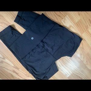 Lululemon black winder under size 4 leggings